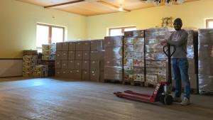 Über 900 Kartons voll mit Kuschelkissen als Tröster für kranke Kinder